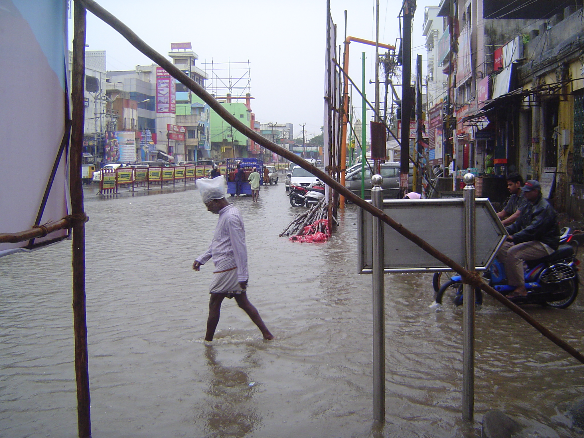 Peninsular India: Monsoon in Kanchipuram